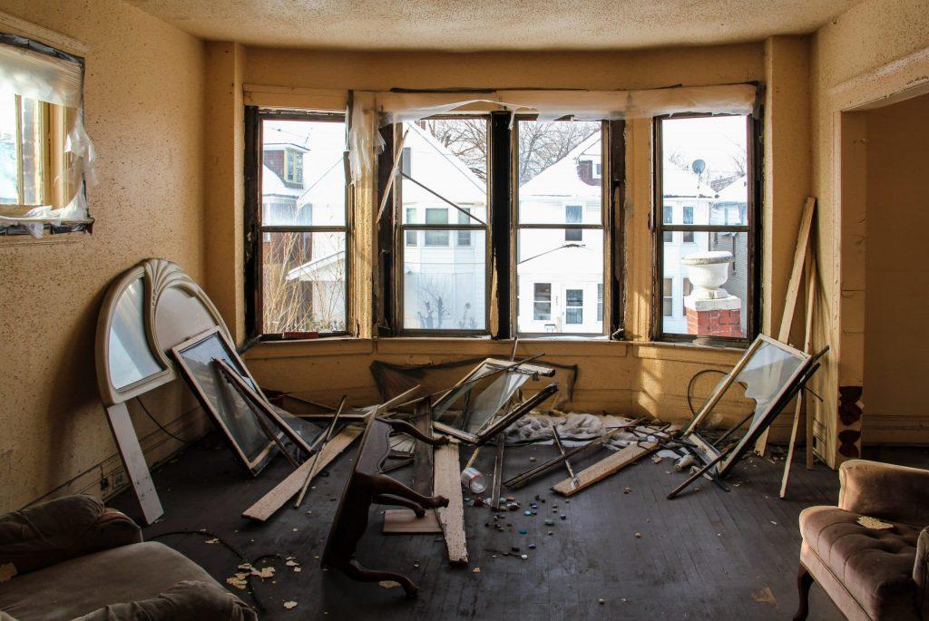 appartement en étage délabré