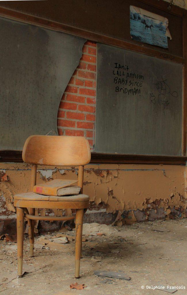 salle de classe abandonnée